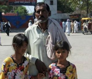 Suami dan anak Asia Bibi (http://blog.opendoorsusa.org/)